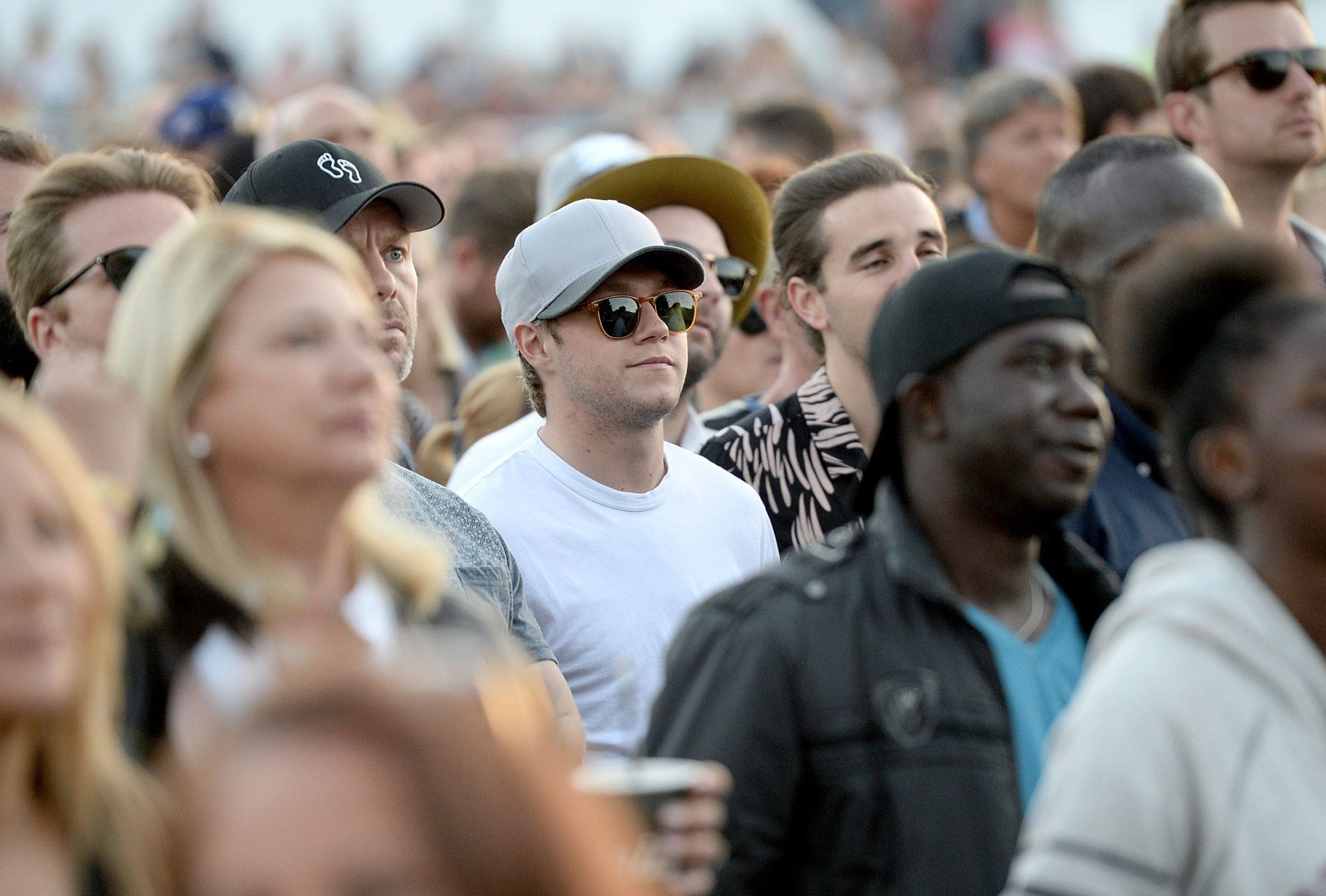 LONDON, ENGLAND - JULY 08: Niall Horan watches Mumford and Sons perform on stage at the Barclaycard Presents British Summer Time Festival in Hyde Park on July 8, 2016 in London, England. (Photo by Dave J Hogan/Dave Hogan/Getty Images )