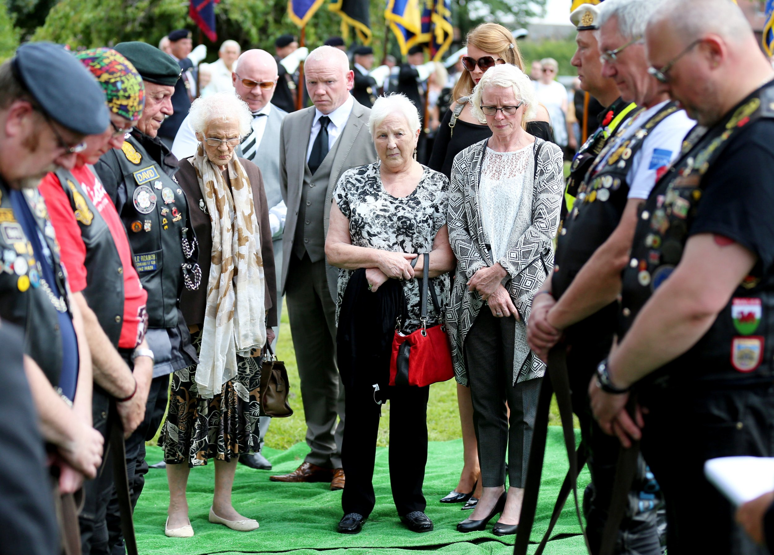 Hundreds of strangers turn out for WWII veteran who outlived his family