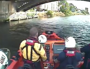 Lifeboat forced to rescue men who jumped in Thames naked after Murray victory