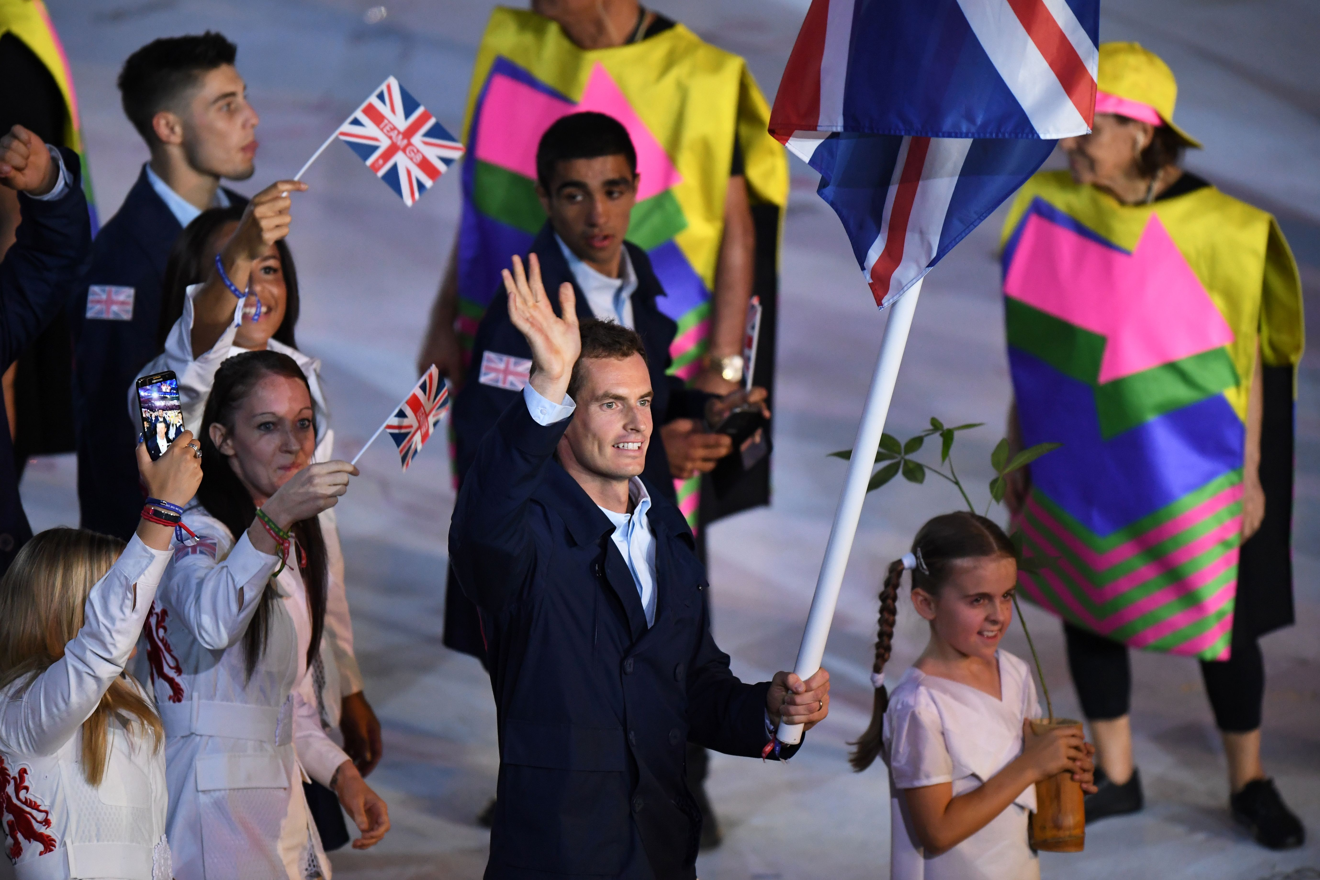 Andy Murray wins again after holding Union Flag with one hand when leading out Team GB at Rio Olympics