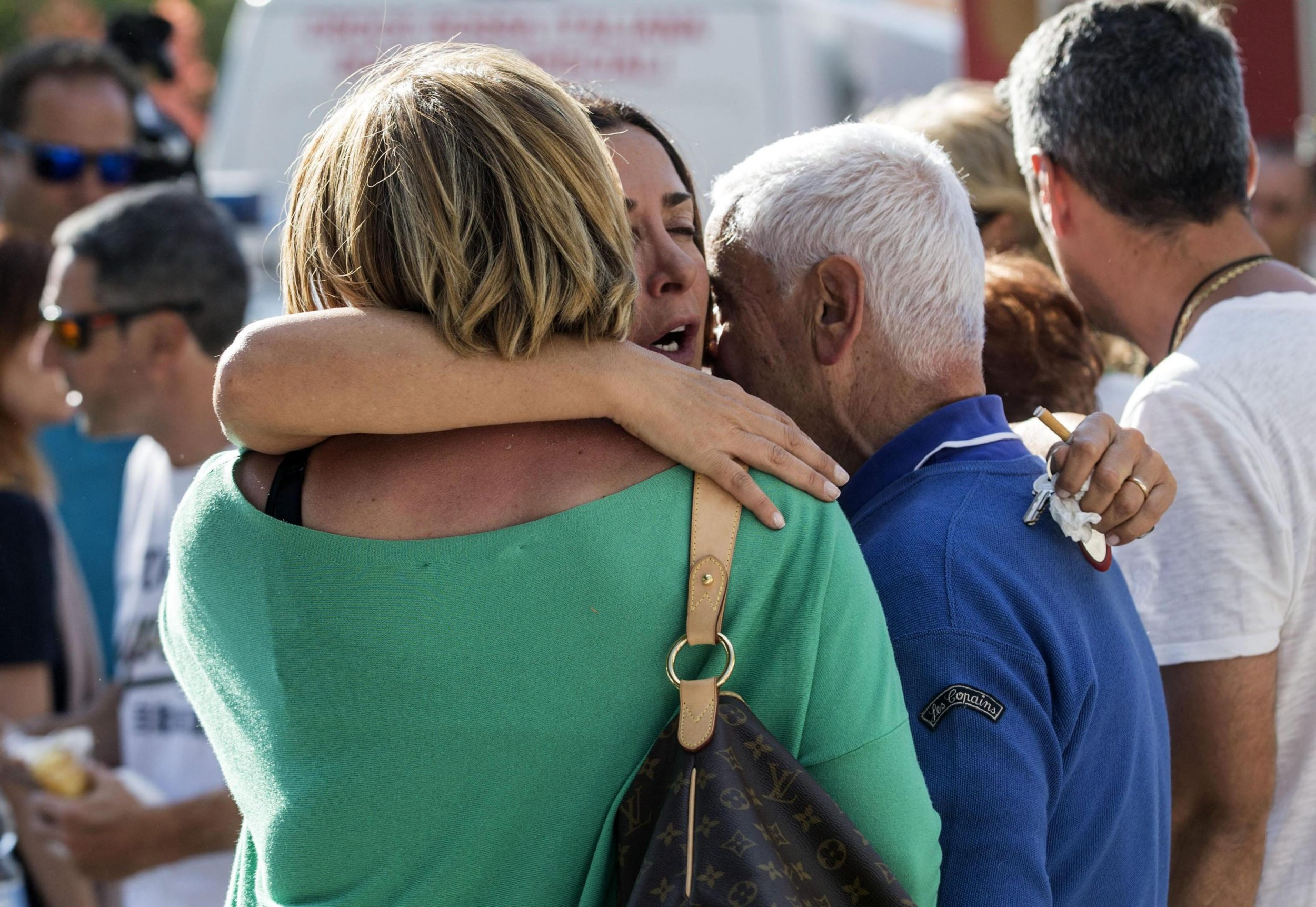 epa05508908 Survivors cry in Amatrice, central Italy, where a 6.1 earthquake struck just after 3:30 a.m., Italy, 24 August 2016. The quake was felt across a broad section of central Italy, in Umbria, Lazio and Marche Regions, including the capital Rome where people in homes in the historic center felt a long swaying followed by aftershocks. According to reports more than 100 people died in the quake. EPA/MASSIMO PERCOSSI