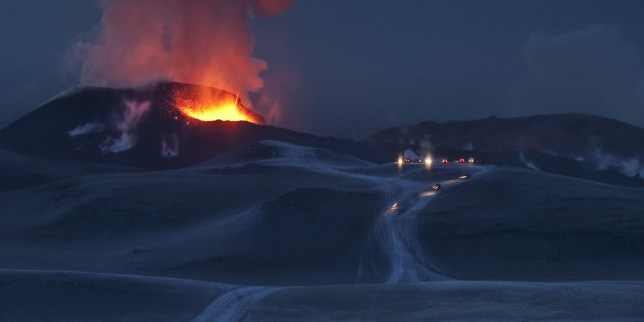 BKG74P Fire and Ice-volcano eruption in Iceland at Fimmvorduhals, a ridge between Eyjafjallajokull glacier and Myrdalsjokull Glacier.