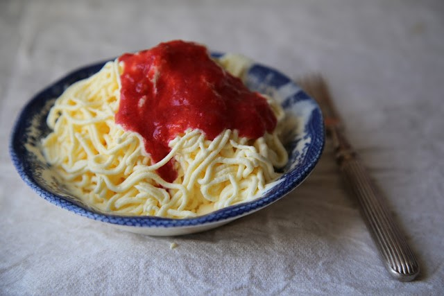 How to make spaghetti ice cream with strawberry or pistachio sauce