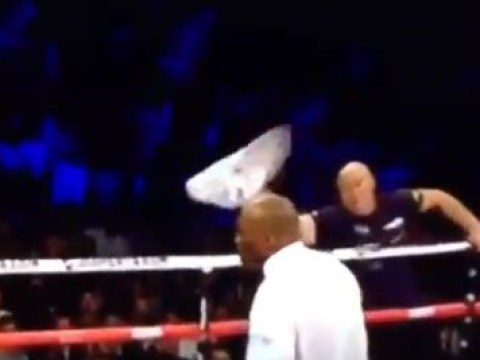 Pictures: Referee takes forever to spot Kell Brook's team throwing the towel in