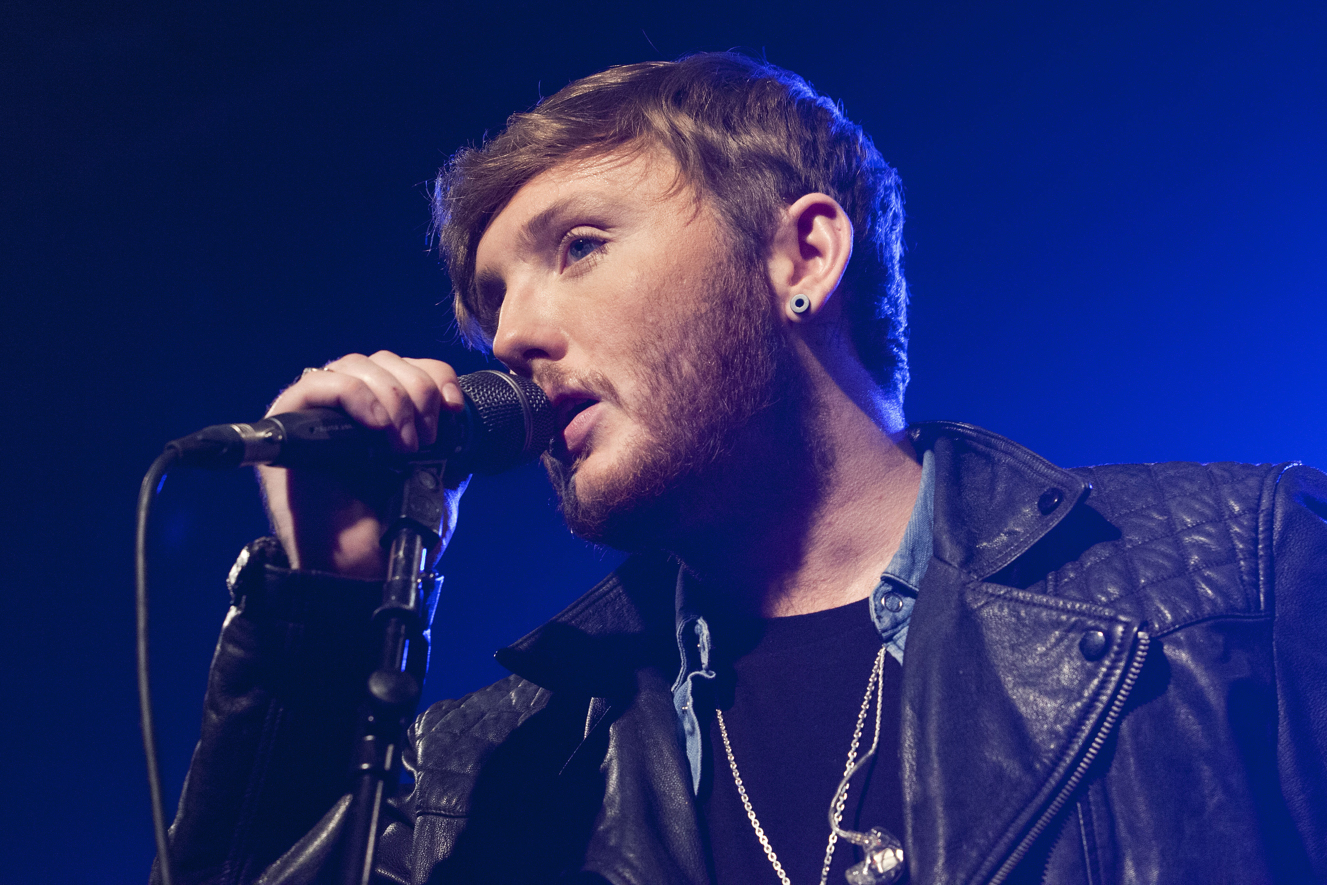 BERLIN, GERMANY - FEBRUARY 17: British singer James Arthur performs live during a concert at the Postbahnhof on February 17, 2014 in Berlin, Germany. (Photo by Frank Hoensch/Redferns via Getty Images)