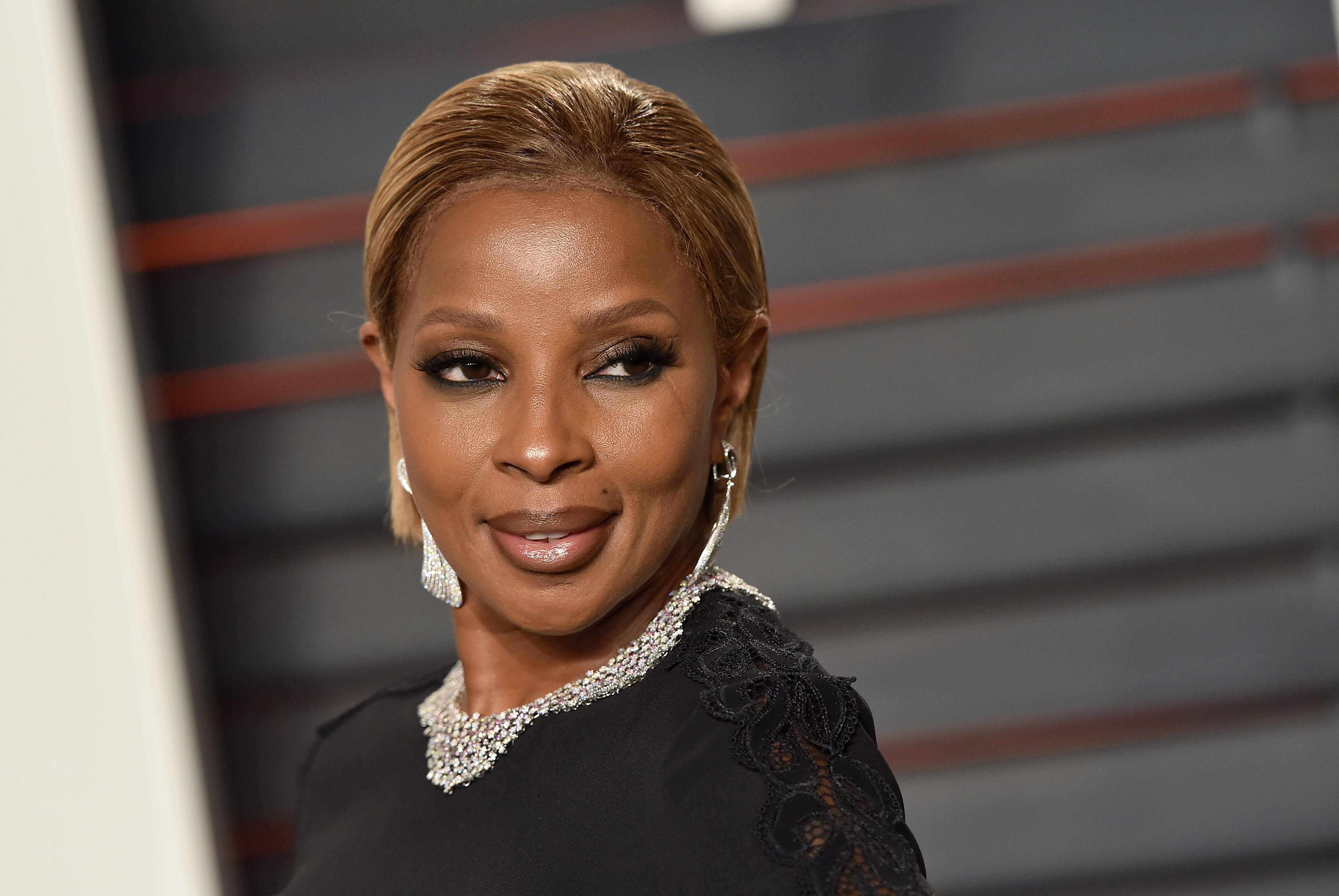 WATCH: Mary J Blige's extraordinarily emotional interview with Hillary Clinton for Beats 1 show will give you shivers