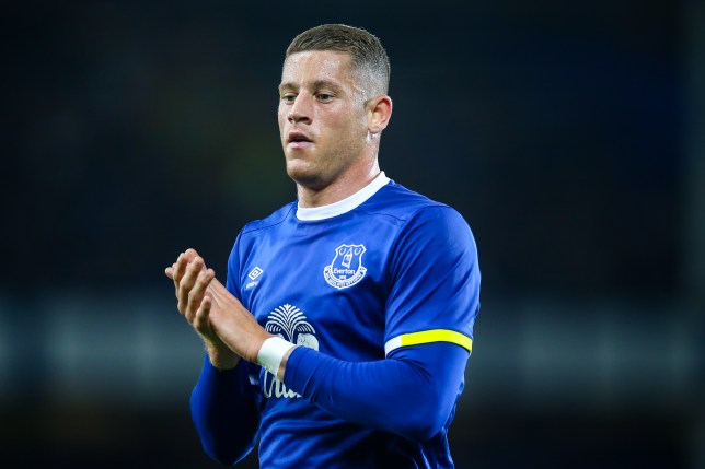 LIVERPOOL, ENGLAND - SEPTEMBER 20: Ross Barkley of Everton applauds the Everton fans during the EFL Cup match between Everton and Norwich City at Goodison Park on September 20, 2016 in Liverpool, England. (Photo by Robbie Jay Barratt - AMA/Getty Images)