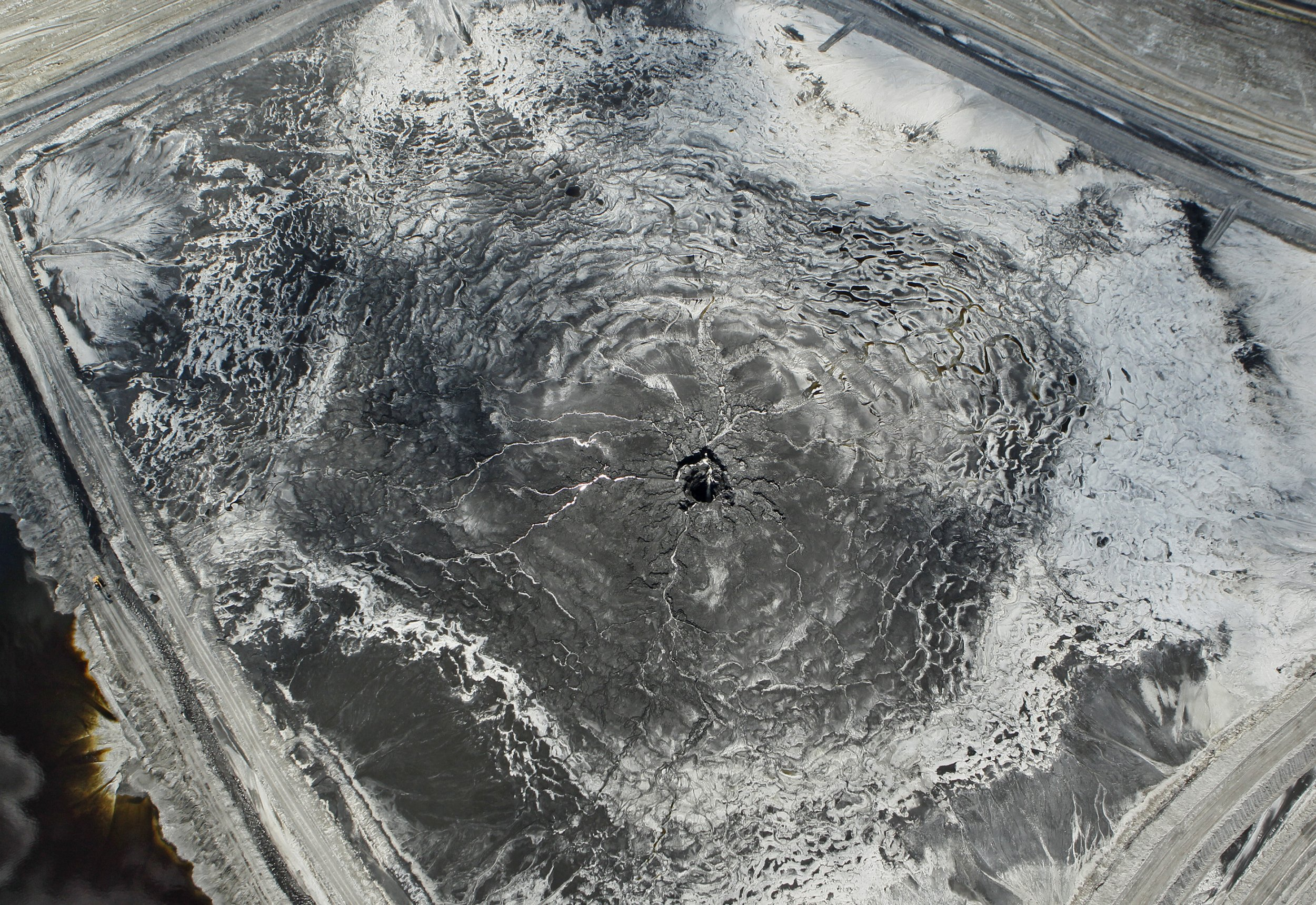 Sinkhole leaks 200million gallons of radioactive waste into drinking water