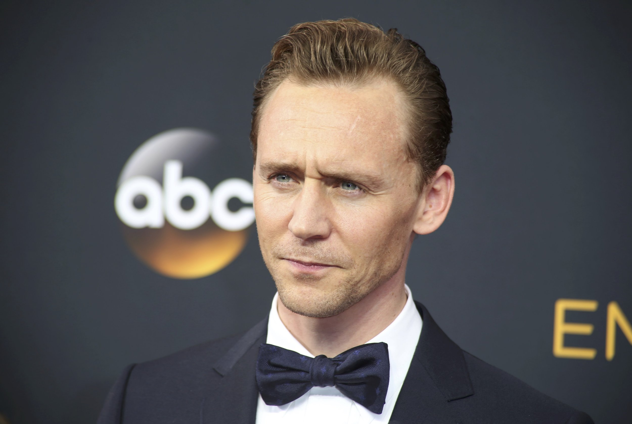 Emmys 2016: Tom Hiddleston walks red carpet alone after Taylor Swift split