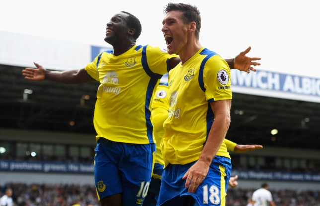 WEST BROMWICH, ENGLAND - AUGUST 20: Gareth Barry of Everton celebrates scoring his sides second goal with his team mate Romelu Lukaku of Evertone during the Premier League match between West Bromwich Albion and Everton at The Hawthorns on August 20, 2016 in West Bromwich, England. (Photo by Stu Forster/Getty Images)