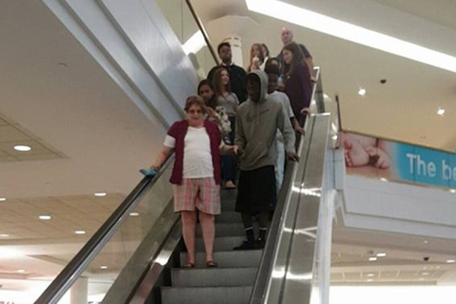 Teen helps scared elderly woman go down the escalator