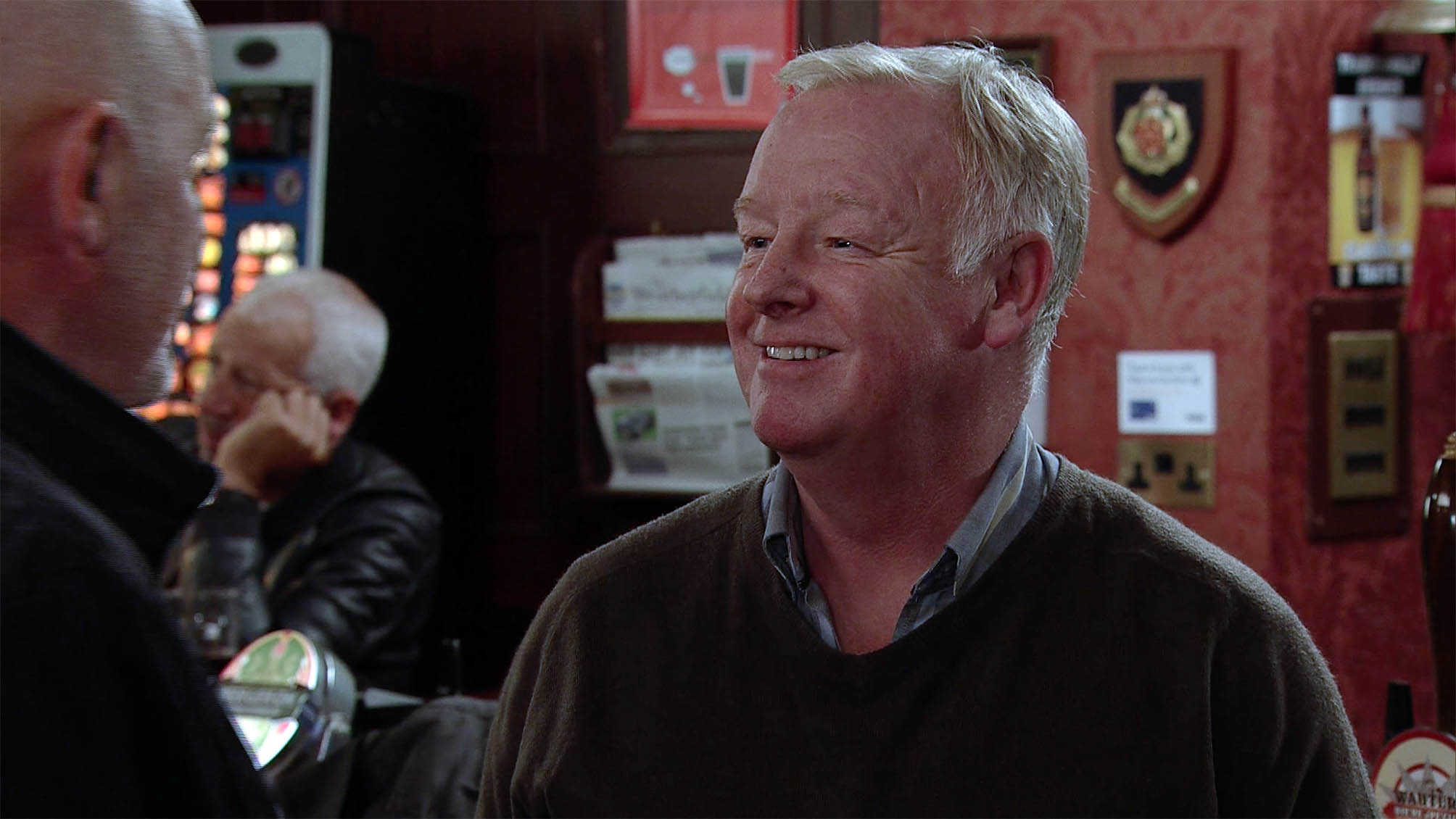 FROM ITV STRICT EMBARGO Monday 1 November 2016 Coronation Street - Ep 9032 Thursday November 2016 In the Rovers Freddie suggests a game of rummy but soon finds himself railroaded into playing poker with Phelan in a manner which alters the visual appearance of the person photographed deemed detrimental or inappropriate by ITV plc Picture Desk. This photograph must not be syndicated to any other company, publication or website, or permanently archived, without the express written permission of ITV Plc Picture Desk. Full Terms and conditions are available on the website www.itvpictures.com