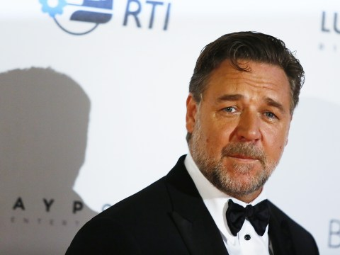 Russell Crowe fires back at body shamer Howard Stern and we salute him