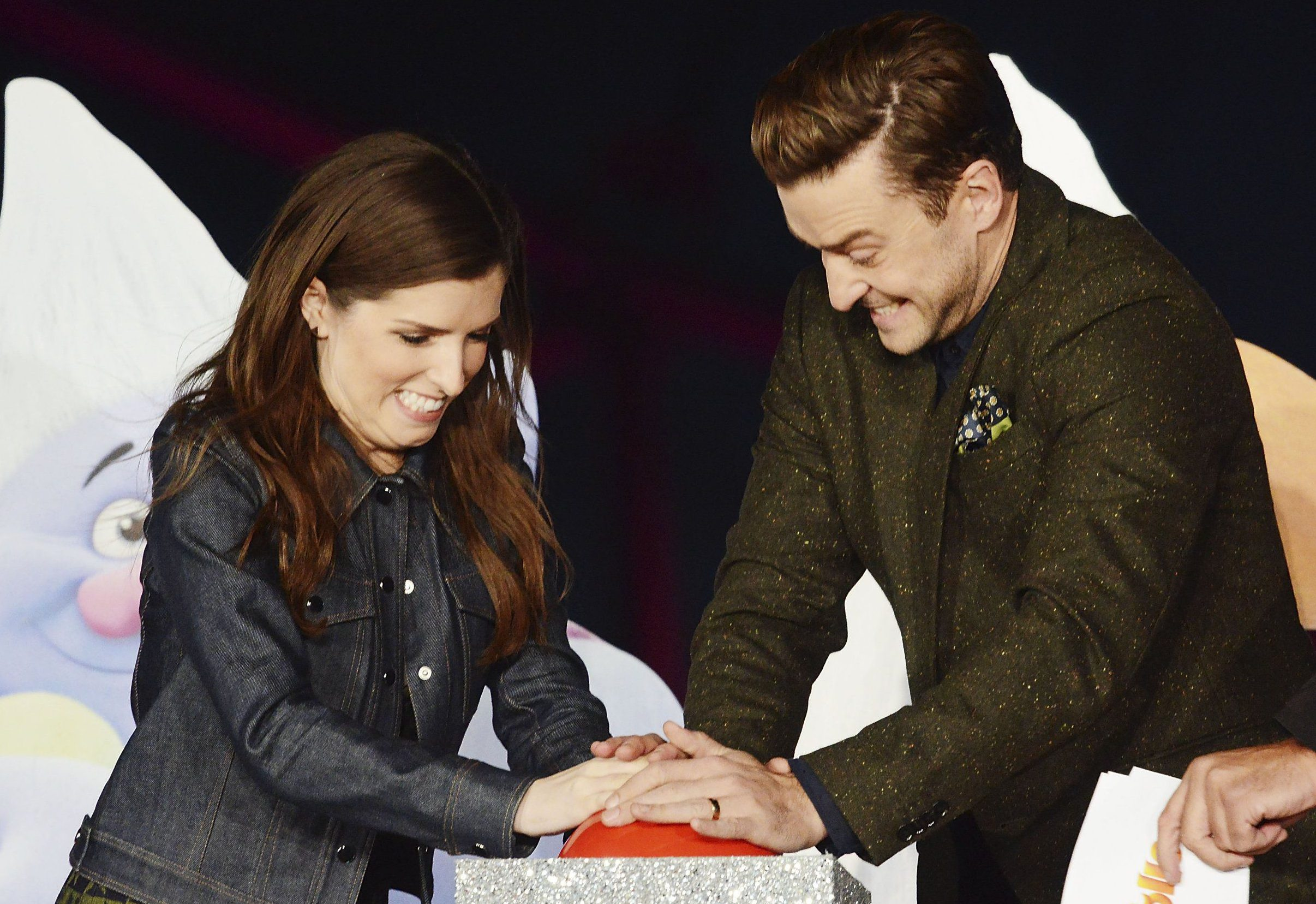 Justin Timberlake and Anna Kendrick tried to light up the London Eye but failed miserably