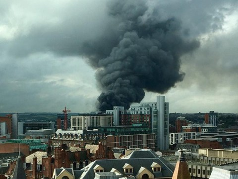 Massive fire breaks out in Leeds city centre coating city in thick black smoke