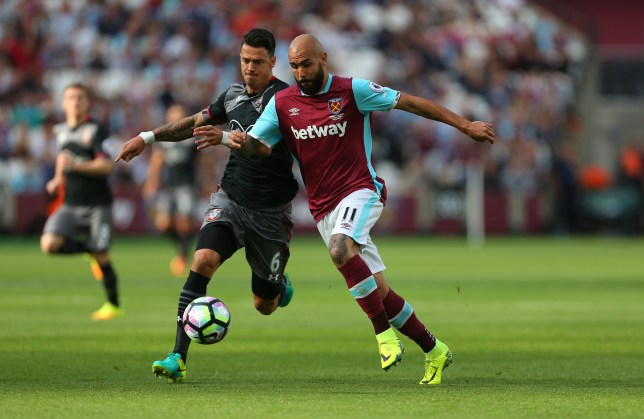 STRATFORD, ENGLAND - SEPTEMBER 25: Jose Fonte of Southampton and Simone Zaza of West Ham during the Premier League match between West Ham United and Southampton at London Stadium on September 25, 2016 in Stratford, England. (Photo by Catherine Ivill - AMA/Getty Images)
