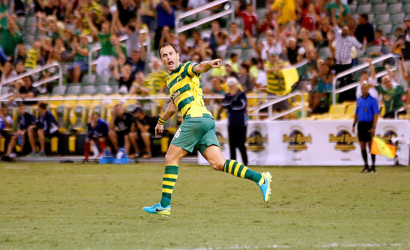 Former Chelsea and Liverpool midfielder Joe Cole scores screamer for Tampa Bay Rowdies