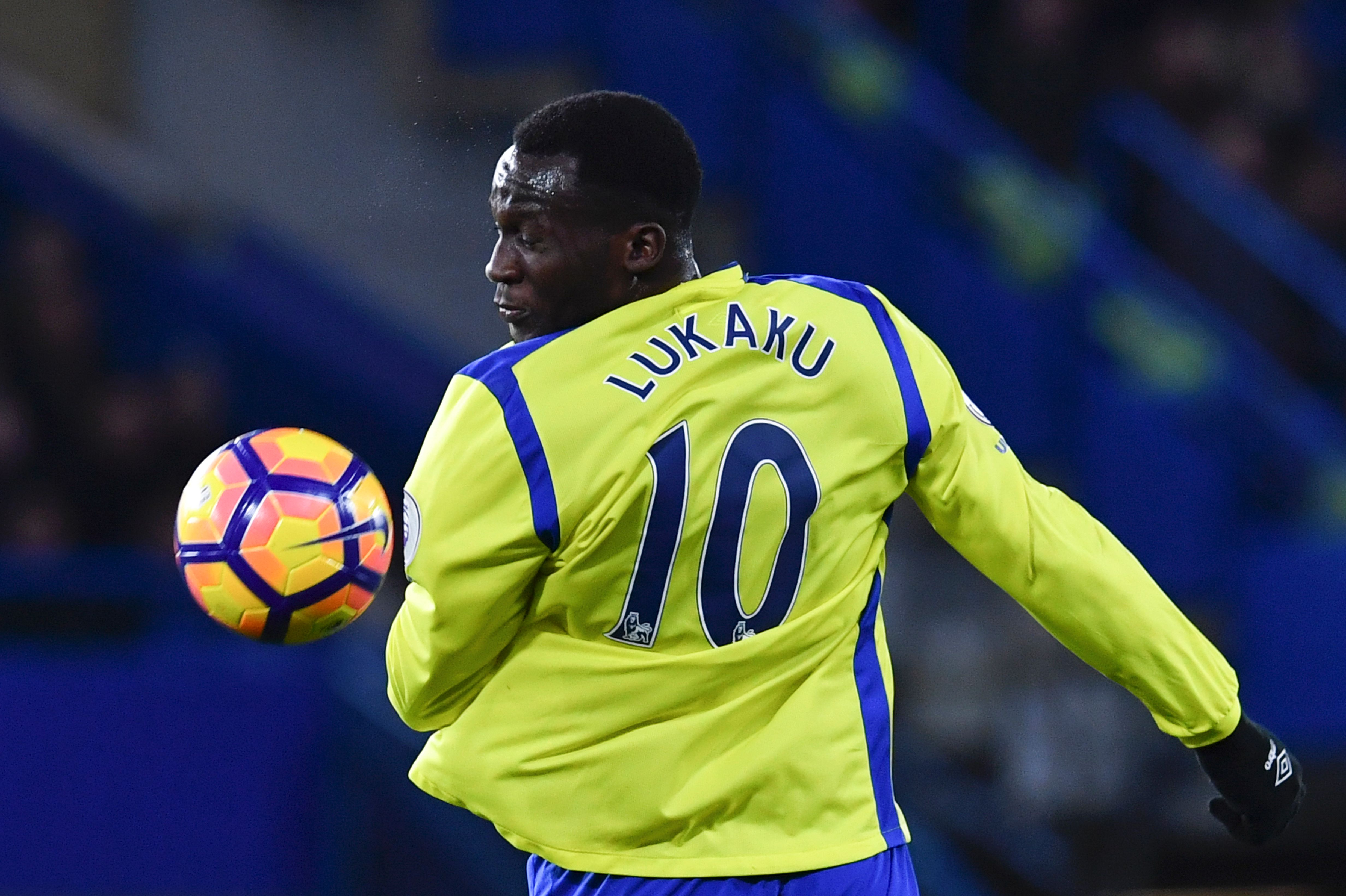 Everton's Belgian striker Romelu Lukaku heads the ball during the English Premier League football match between Chelsea and Everton at Stamford Bridge in London on November 5, 2016. / AFP / Ben STANSALL / RESTRICTED TO EDITORIAL USE. No use with unauthorized audio, video, data, fixture lists, club/league logos or 'live' services. Online in-match use limited to 75 images, no video emulation. No use in betting, games or single club/league/player publications. / (Photo credit should read BEN STANSALL/AFP/Getty Images)