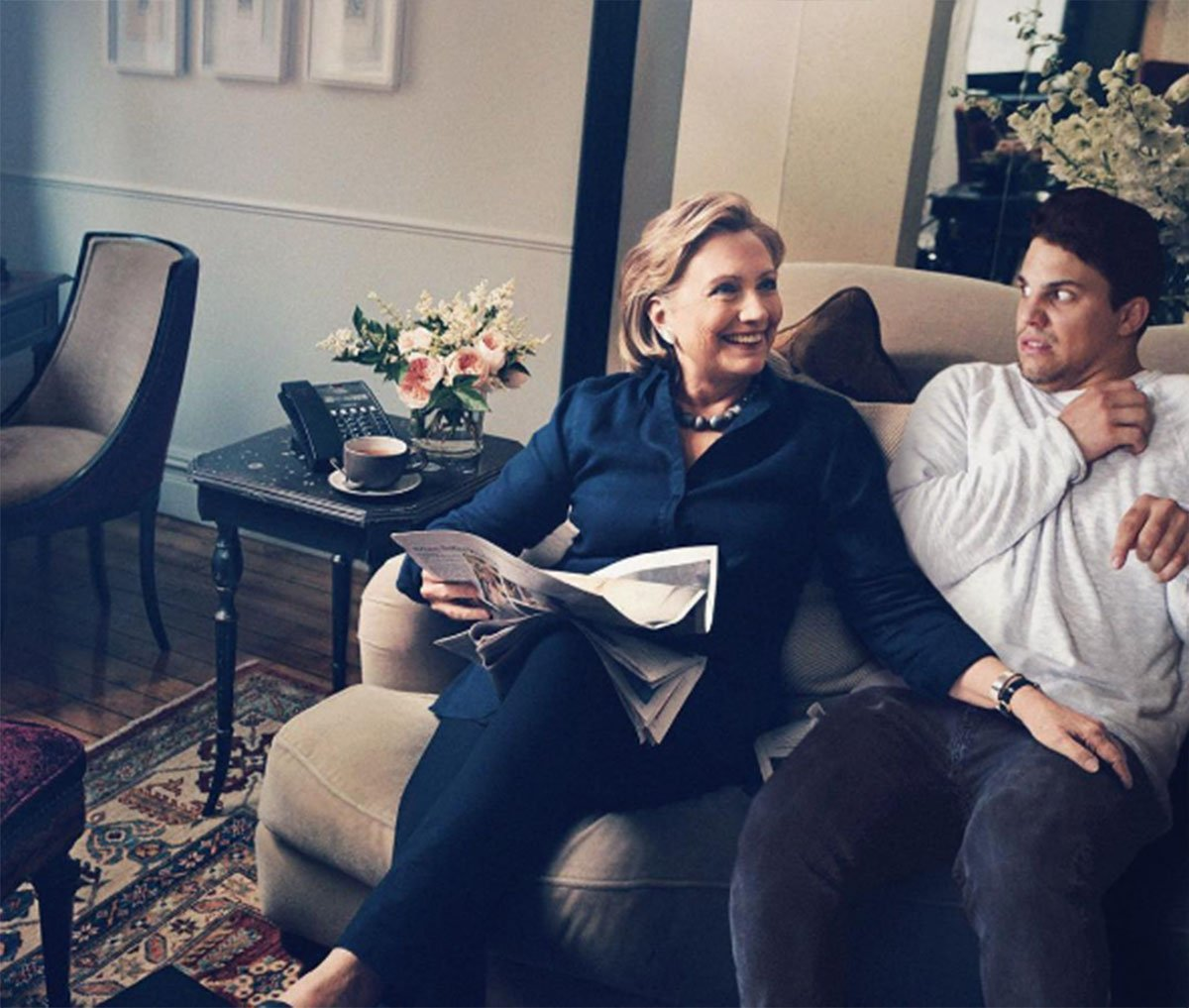 Guy Photoshops Himself 15.jpg Guy Photoshops Himself Into Relatable Scenarios With Celebrities https://www.instagram.com/averagerob/