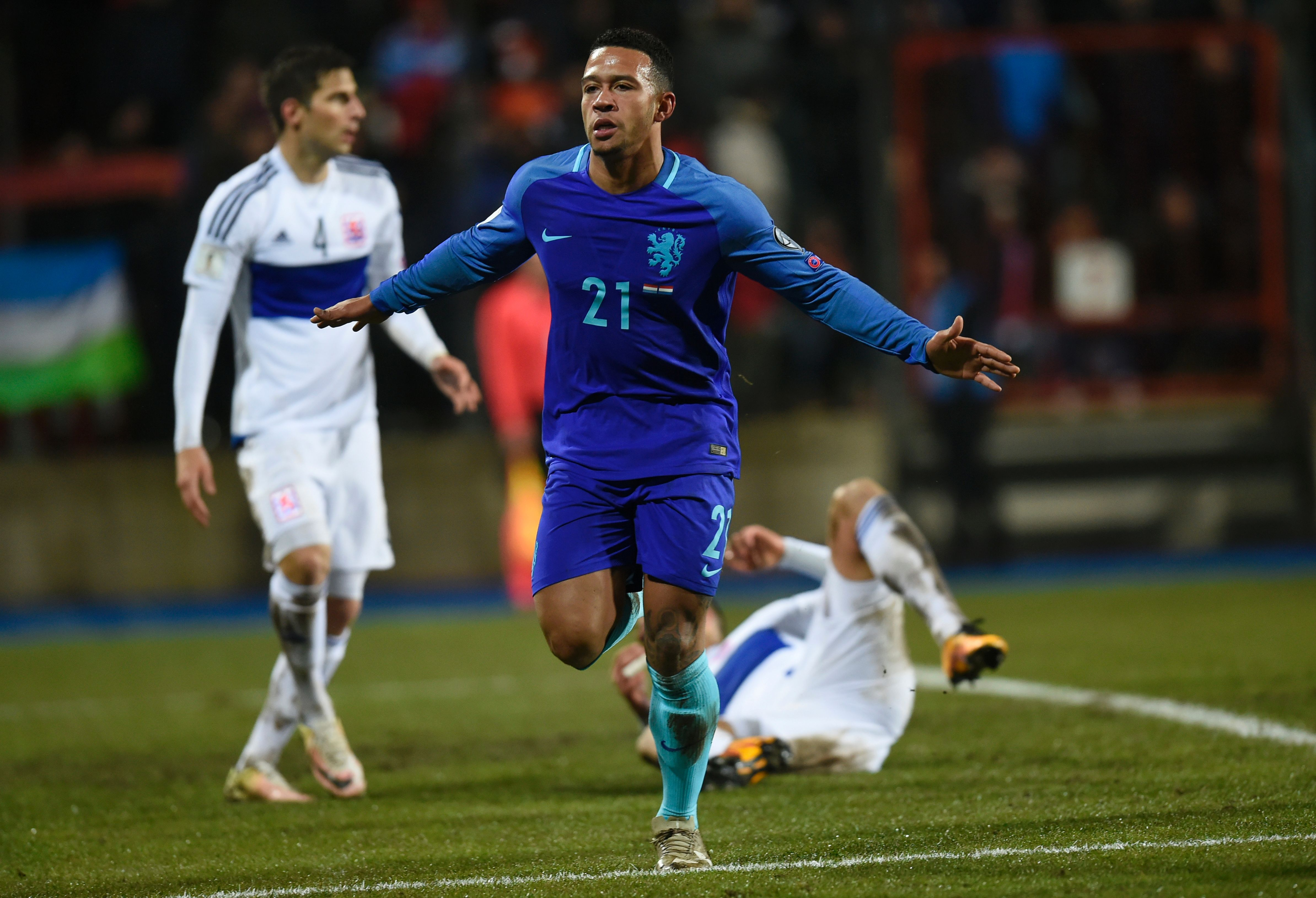 Memphis Depay rescues Netherlands with double to sink Luxembourg