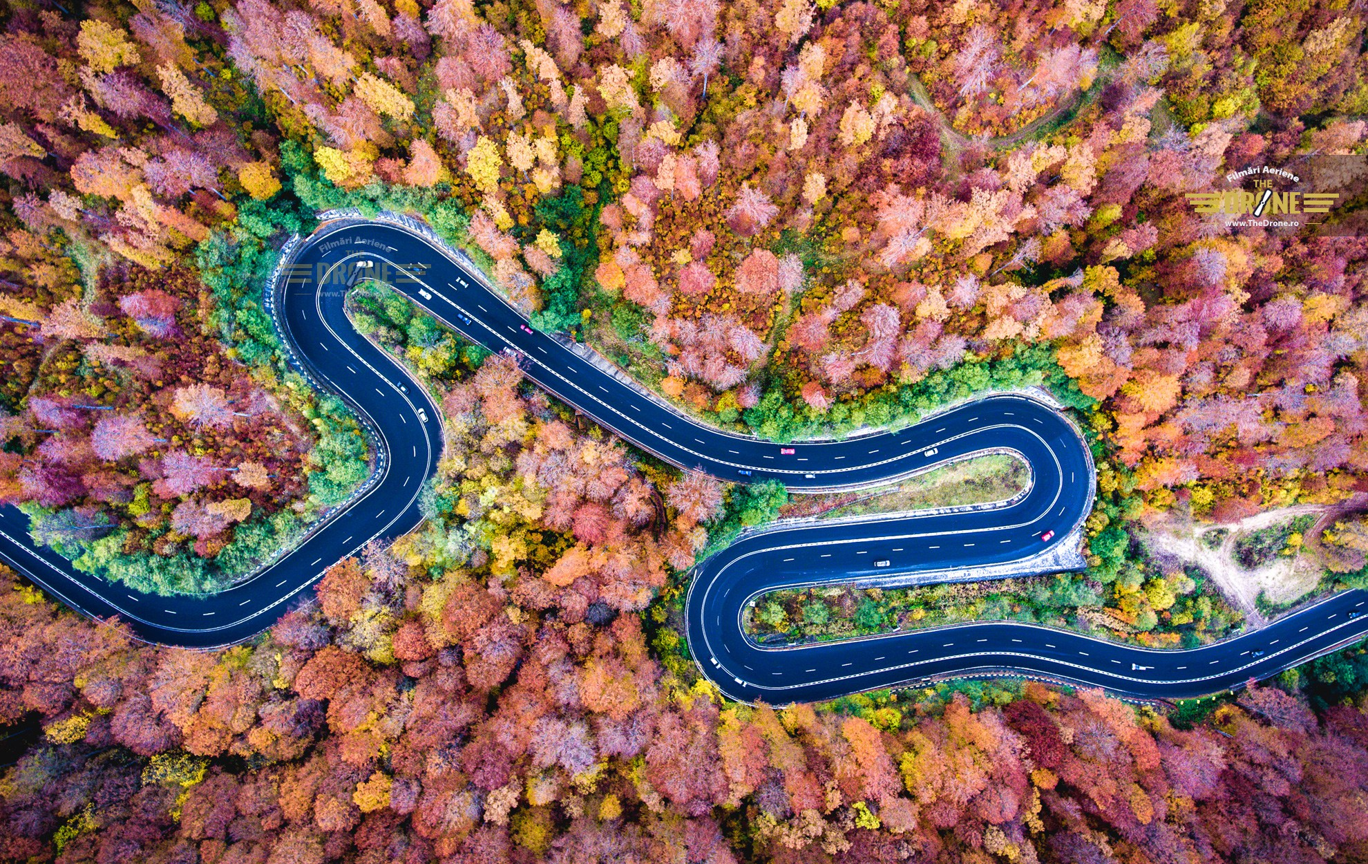 Incredible pictures that show why autumn is the best season Picture: CALIN-ANDREI STAN REF: http://news.nationalgeographic.com/2016/11/fall-drone-photos/ http://i0.wp.com/www.thedrone.ro/wp-content/uploads/2016/06/toamna-transilvania-foto-aerian.jpg?fit=1980%2C1250