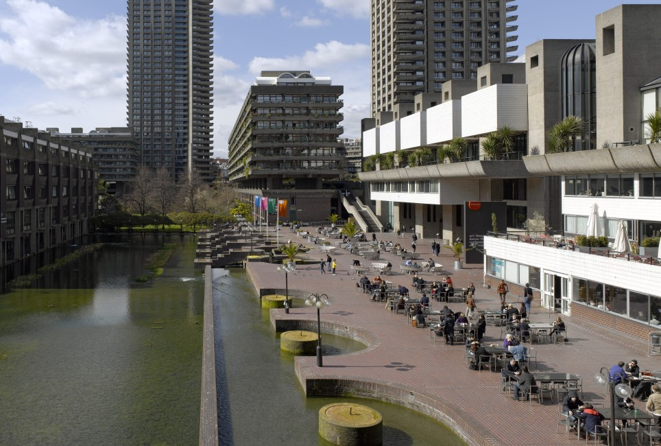 Here S What The Amazing Homes Inside London S Barbican Look Like