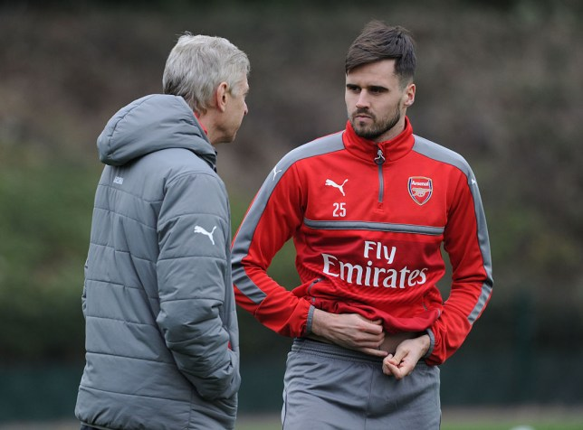 ST ALBANS, ENGLAND - DECEMBER 02: Arsenal manager Arsene Wenger talks with Carl Jenkinson during a training session at London Colney on December 2, 2016 in St Albans, England. (Photo by Stuart MacFarlane/Arsenal FC via Getty Images)