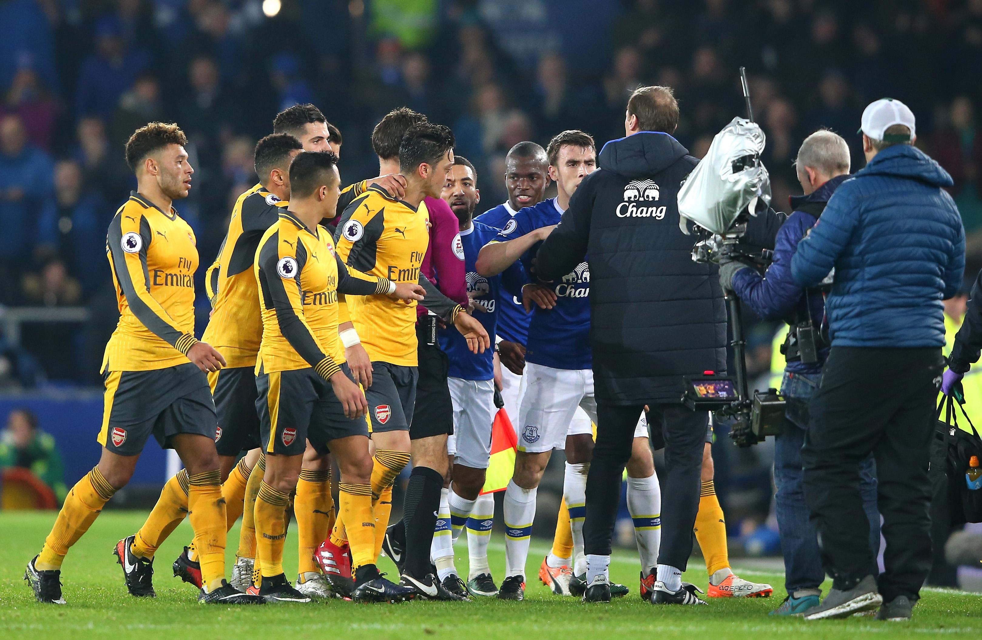 Everton 2-1 Arsenal player ratings: Theo Walcott flops as Ronald Koeman's side fight back