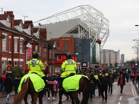 Manchester United team news: Chris Smalling, Marouane Fellaini and Henrik Mkhitaryan start