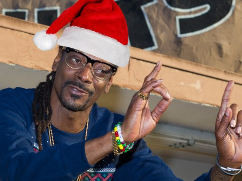 Woman takes part in Reddit's Secret Santa. Gets a gift from Snoop Dogg