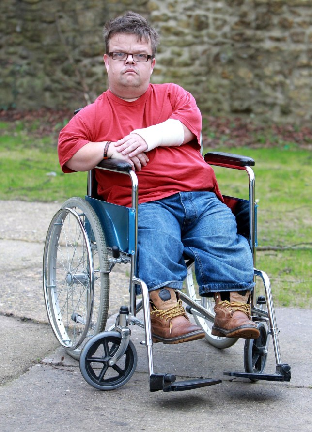 Actor Martin Henderson injured during 'dwarf tossing ...