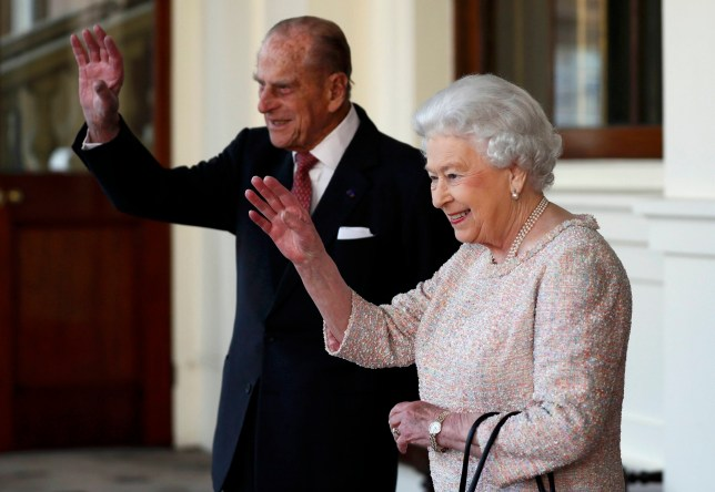 FILE PHOTO : Britain's Queen Elizabeth and Prince Philip bid farewell to Colombia's President Juan Manuel Santos and his wife Maria Clemencia de Santos following their state visit, at Buckingham Palace in London, Britain November 3, 2016. REUTERS/Stefan Wermuth/File Photo