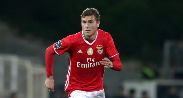 ESTORIL, PORTUGAL - DECEMBER 17: SL BenficaÕs defender from Sweden Victor Lindelof  in action during the Primeira Liga match between GD Estoril Praia and SL Benfica at Estadio Antonio Coimbra da Mota on December 17, 2016 in Estoril, Portugal.  (Photo by Gualter Fatia/Getty Images)