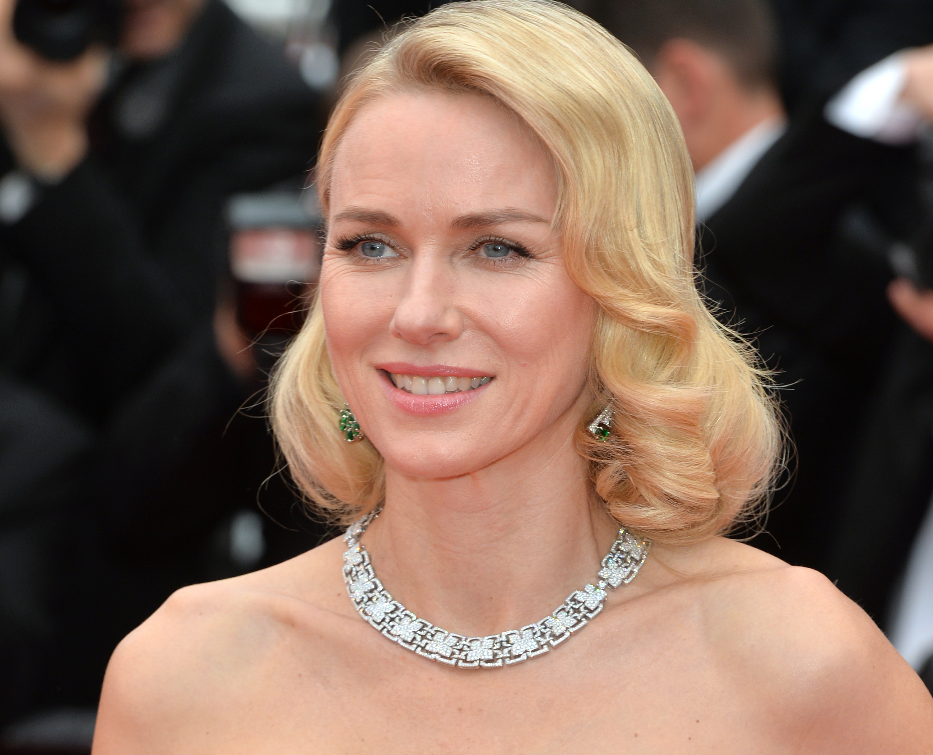 Naomi Watts hilariously gets her own back on fan sneaking a picture of her on the subway