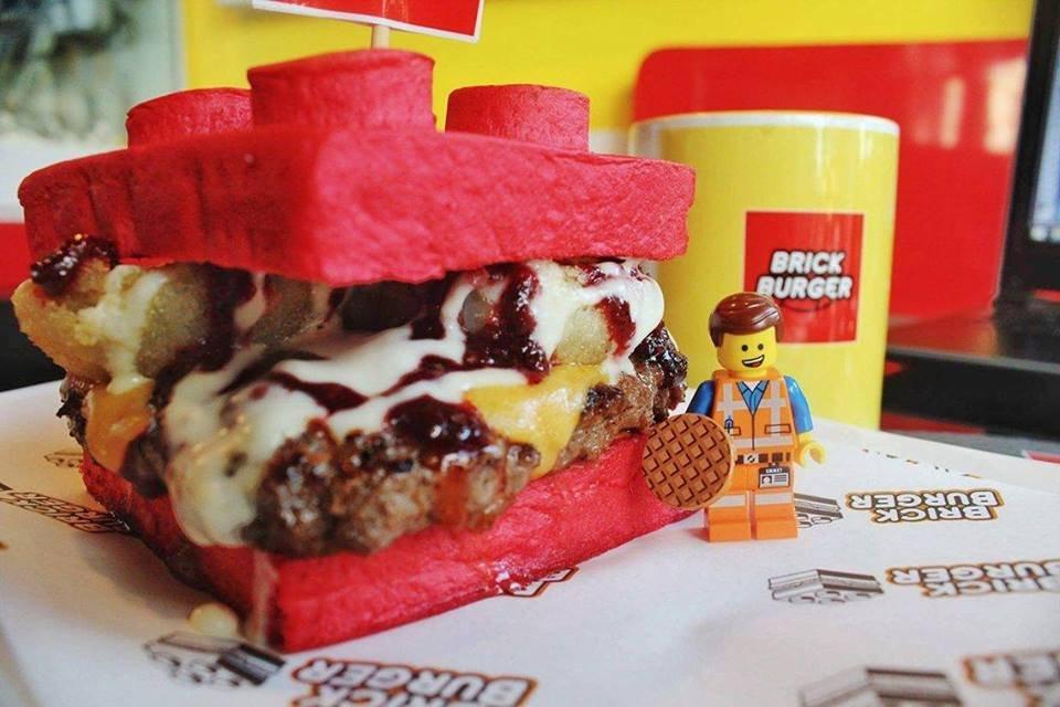 Lego burgers (Brick Burger/Facebbok) https://www.facebook.com/BrickburgerPH/about/