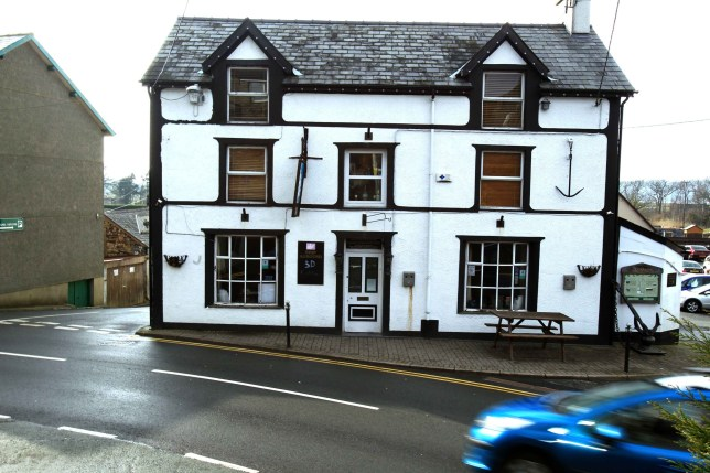 The Ship aground Pub at Talsarnau, Gwynedd. A man was found here after a major air and sea search.nnnCredit to read 'Daily Post Wales' nPayment at your normal rate to:nTrinity Mirror Publishing LtdnPO Box 2003n39 Old Hall StreetnLIVERPOOLnL69 3FRnEnquiries: 0151 472 2589