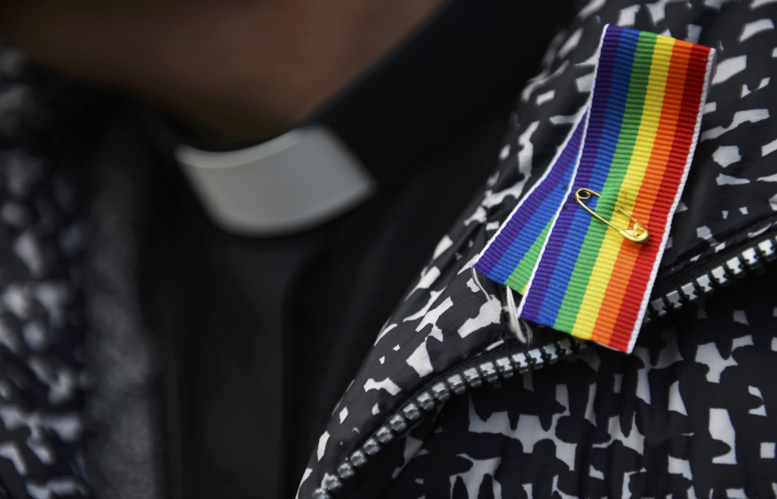 Church of England votes to reject anti-gay marriage report