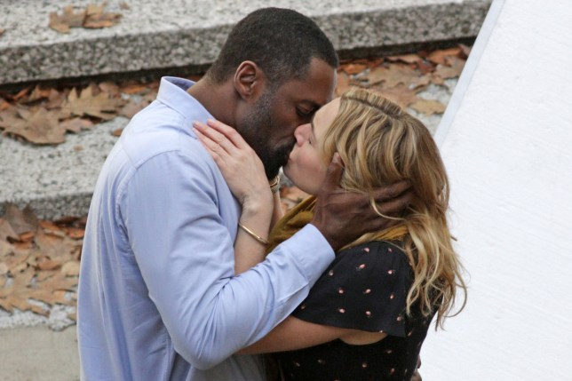 Kate Winslet And Idris Elba Share A Passionate Kiss On Set Of New Film  Metro News-3455
