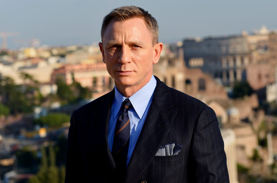 British actor Daniel Craig poses during a photocall to promote the 24th James Bond film 'Spectre' on February 18, 2015 at Rome's city hall. AFP PHOTO / TIZIANA FABI (Photo credit should read TIZIANA FABI/AFP/Getty Images)