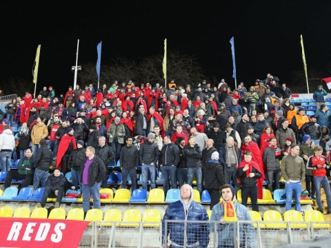 Rostov hand out blankets to Manchester United fans to keep them warm during Europa League tie