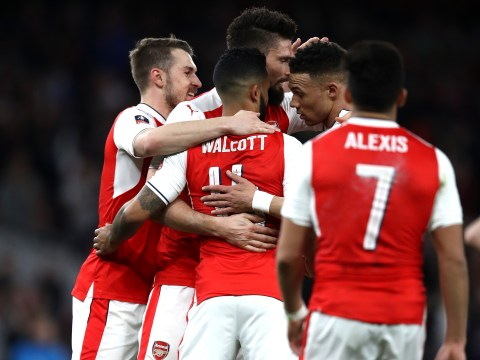 Theo Walcott insists Arsenal players not distracted by Arsene Wenger protests