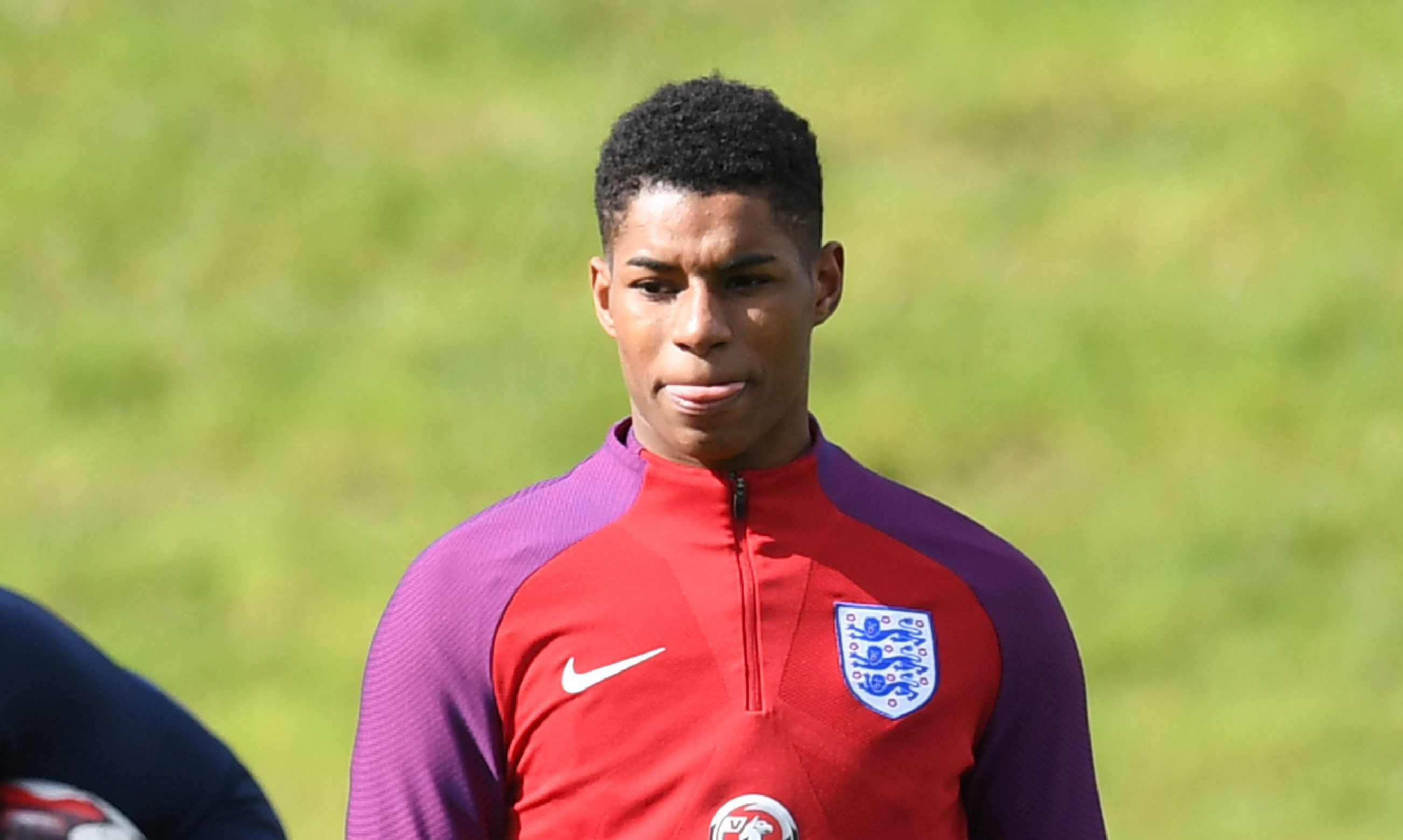 Jermain Defoe teaches Marcus Rashford a lesson in finishing during England training