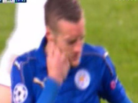 Jamie Vardy punches himself in the face after missing easy chance for Leicester