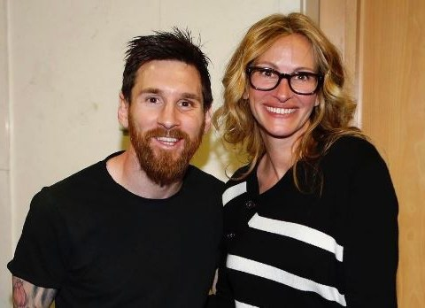 Watch Julia Roberts totally starstruck after meeting Real Madrid and Barcelona footballers