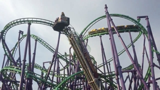 8d523347aed36 Terrifying Six Flags rollercoaster strands 24 riders in the air in ...