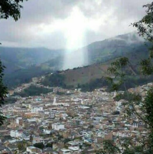 Did 'figure of Jesus' appear over Manizales, Colombia where 17 died in  landslide? | Metro News