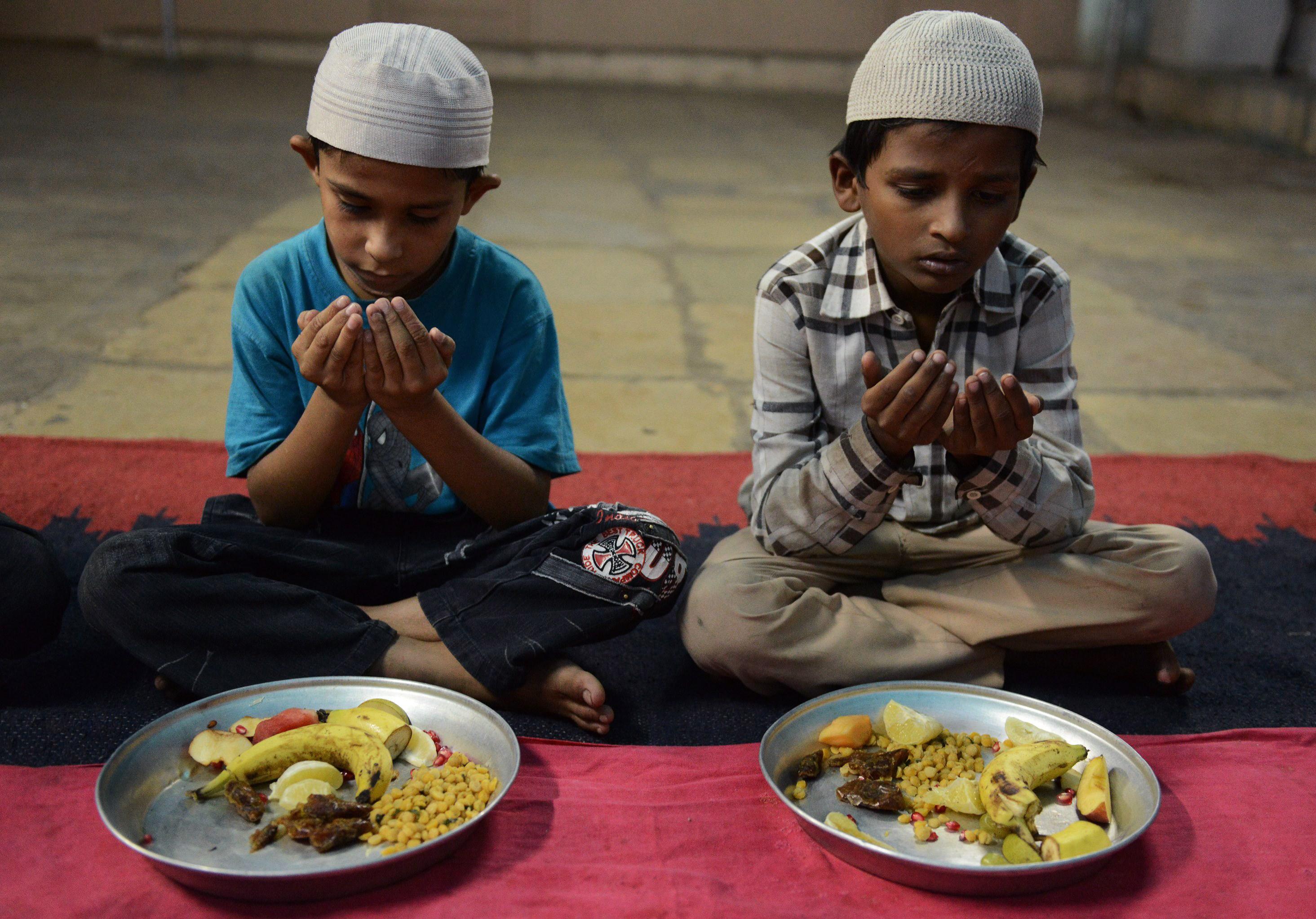 Image result for RAMADAN MUSLIM EATING