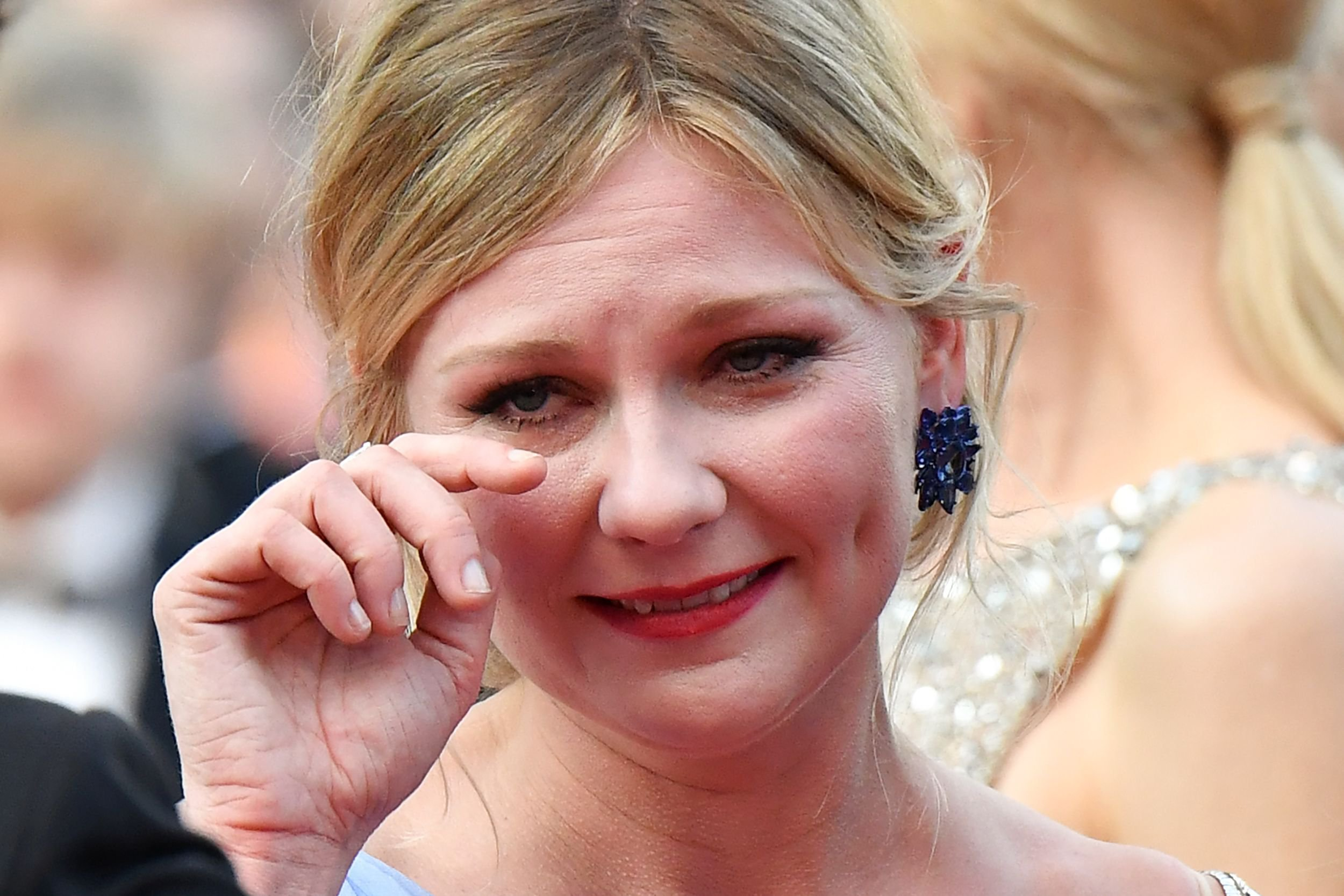 Kirsten Dunst Explains Why She Was Crying On The Cannes 2017 Red Carpet