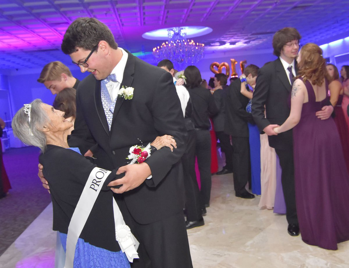 Teen takes his grandmother to prom after finding out she only has months to live