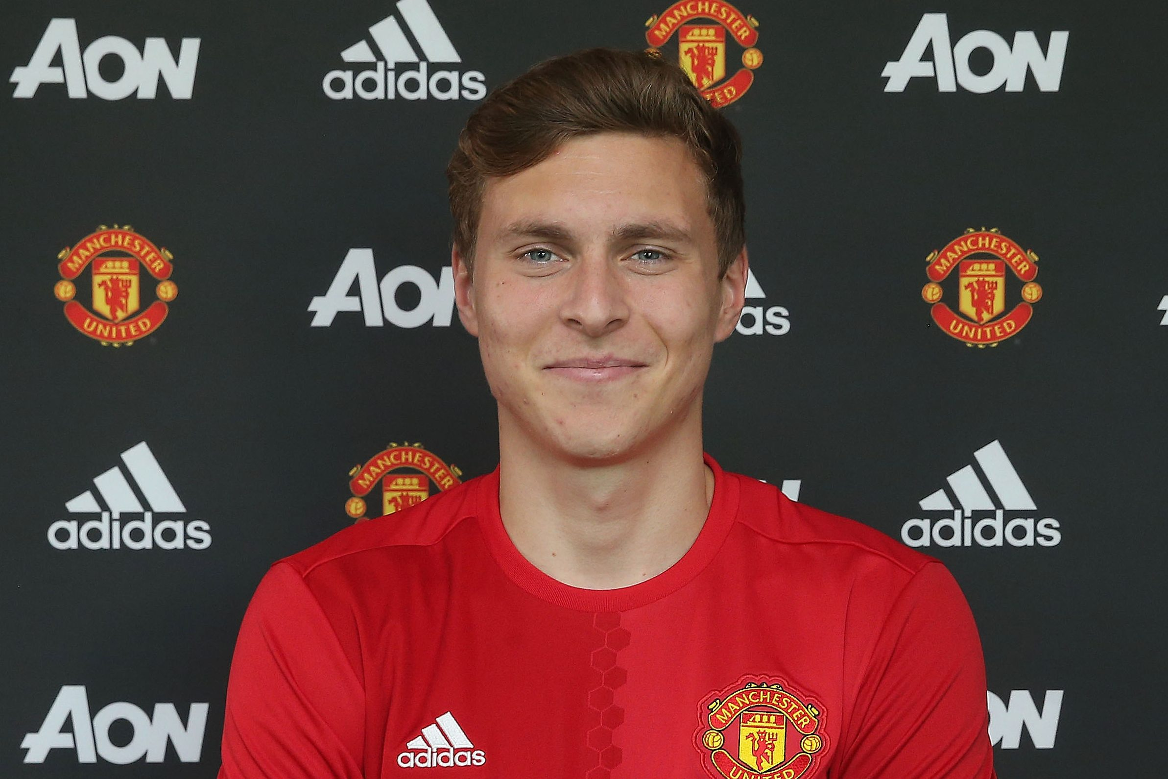 Manchester United confirm new shirt numbers for Victor Lindelof and Romelu Lukaku